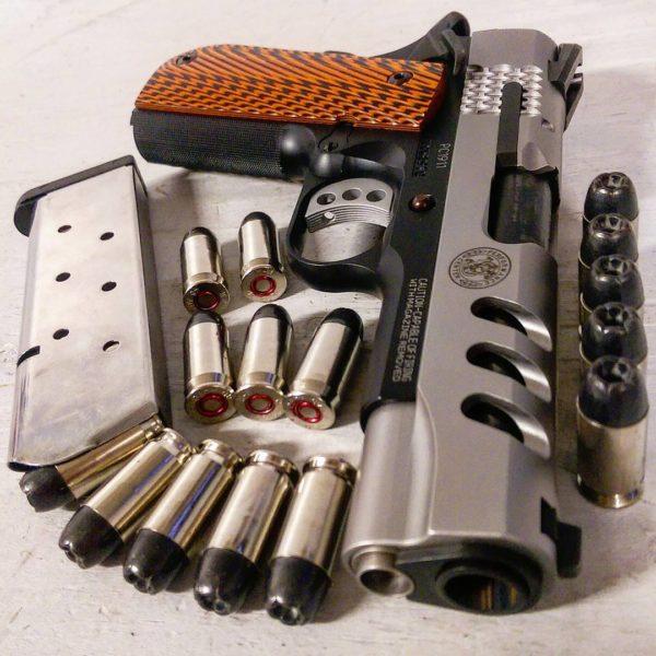 оружие пистолеты и револьверы натюрморт - 02