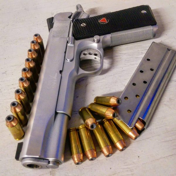 оружие пистолеты и револьверы натюрморт - 05