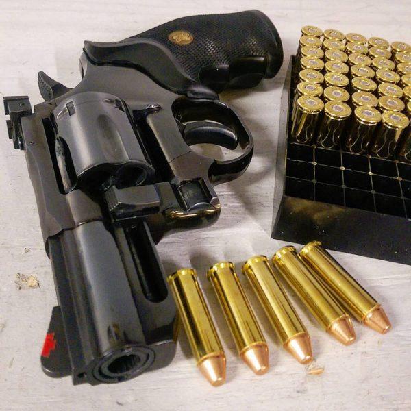 оружие пистолеты и револьверы натюрморт - 08