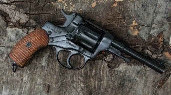 револьвер Наган - 02