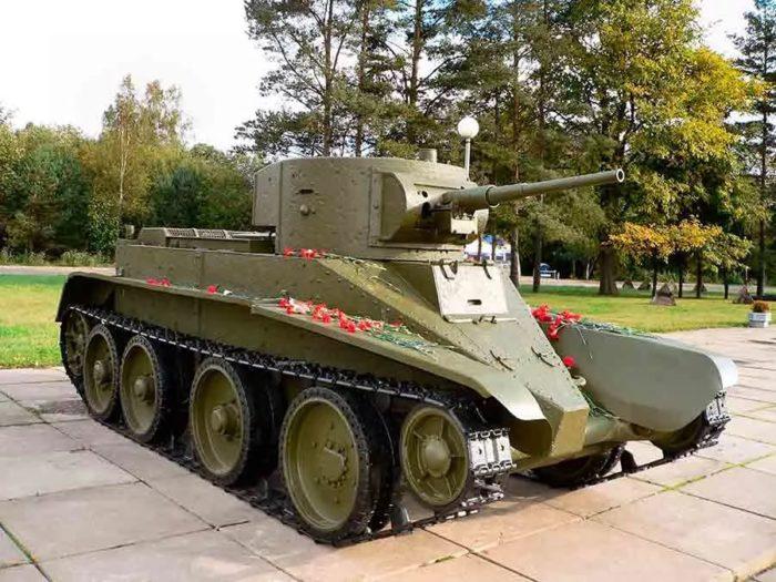 танк БТ-5 - 01
